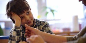 1643943_3_e803_un-enfant-atteint-d-autisme-et-son-therapeute_21340c92e7ac77937714aa501b9112fe